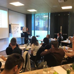 beeld van een klassikale live training